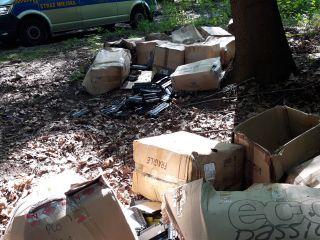 Wyrzucił tonery w lesie. Namierzyli go strażnicy miejscy