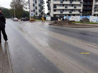 Straż Miejska kontroluje budowy w Katowicach i nakłada mandaty za zanieczyszczanie błotem ulic